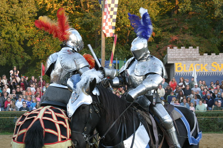 Maryland Photograph - Maryland Renaissance Festival - Jousting And Sword Fighting - 121247 by DC Photographer