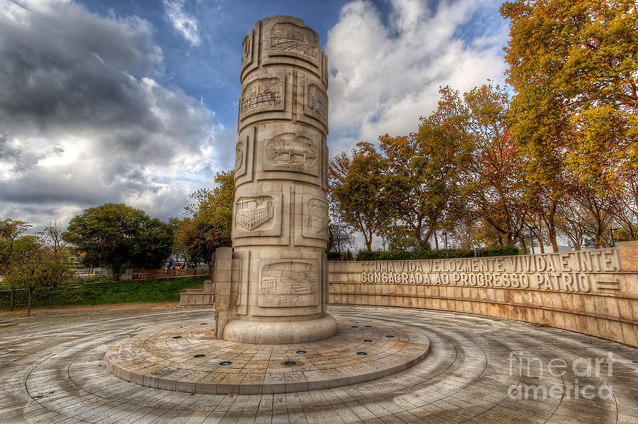 Monument To The Peoples Struggles Photograph