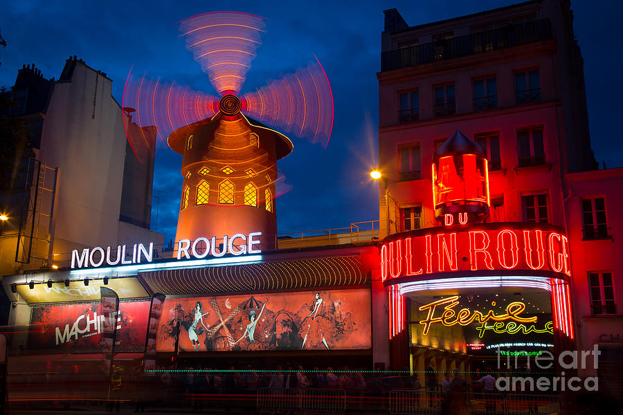 Moulin Rouge En Soir Photograph