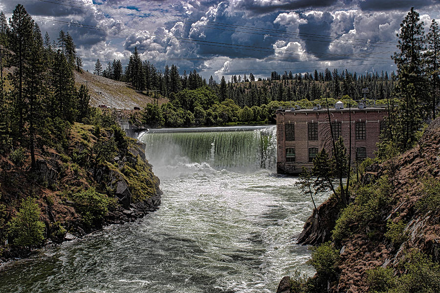 Nine Mile Falls Dam. Photograph