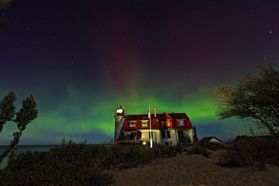 northern-lights-on-point-betsie-lighthou