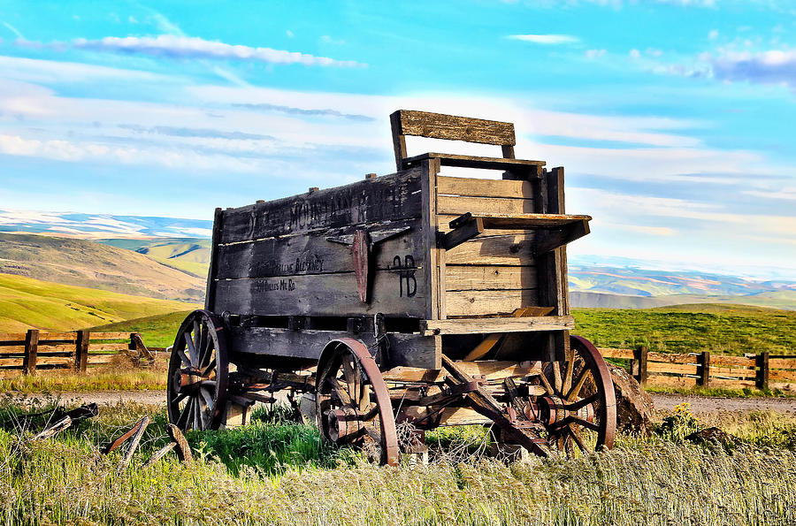 Covered Wagon Photograph - Old Covered Wagon by Athena Mckinzie