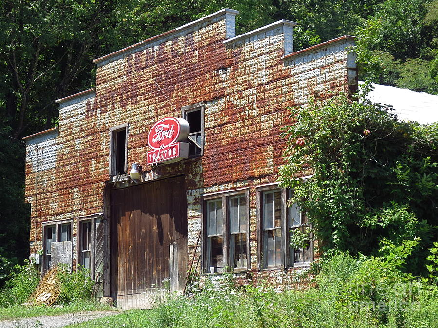 Old ford tractor garage in seneca west virginia for Tractor garage plans