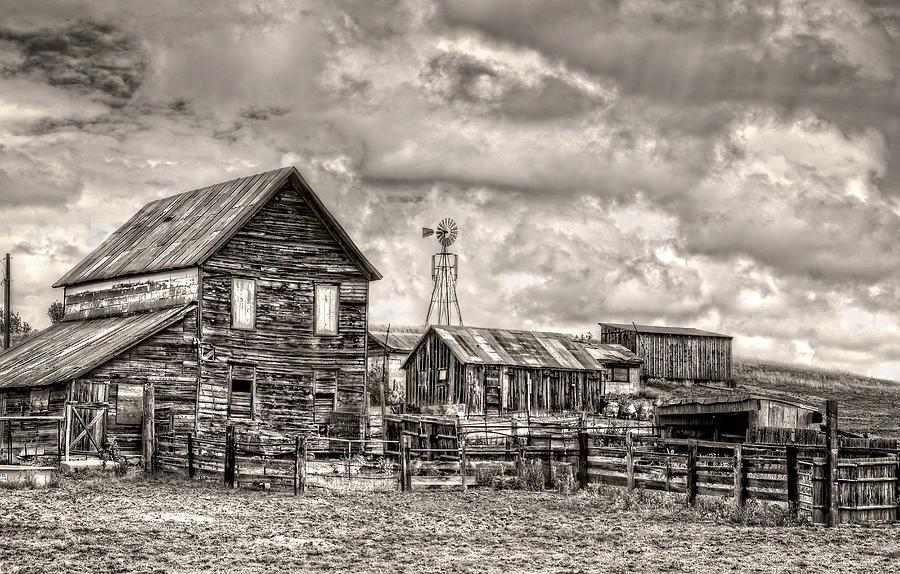 Farm Photograph - Parker Homestead by Ken Smith