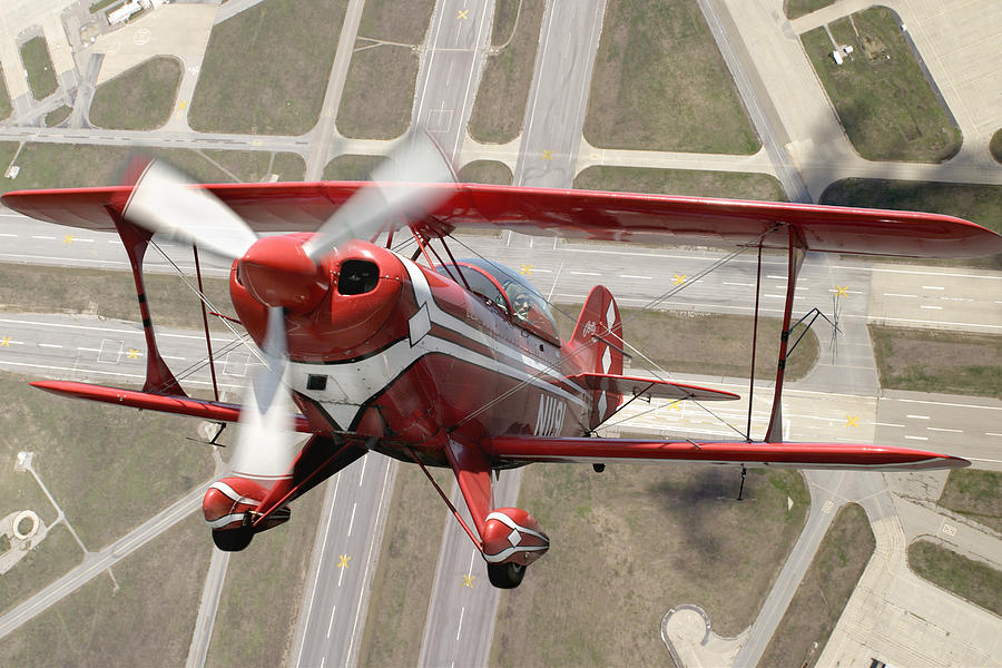 Pitts Special S-2b Framed Prints Photograph - Pitts Special S-2b by Larry McManus