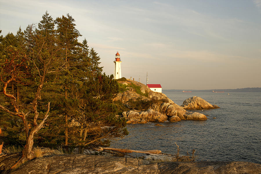 Point Akinson Lighthouse by Lorna Scott