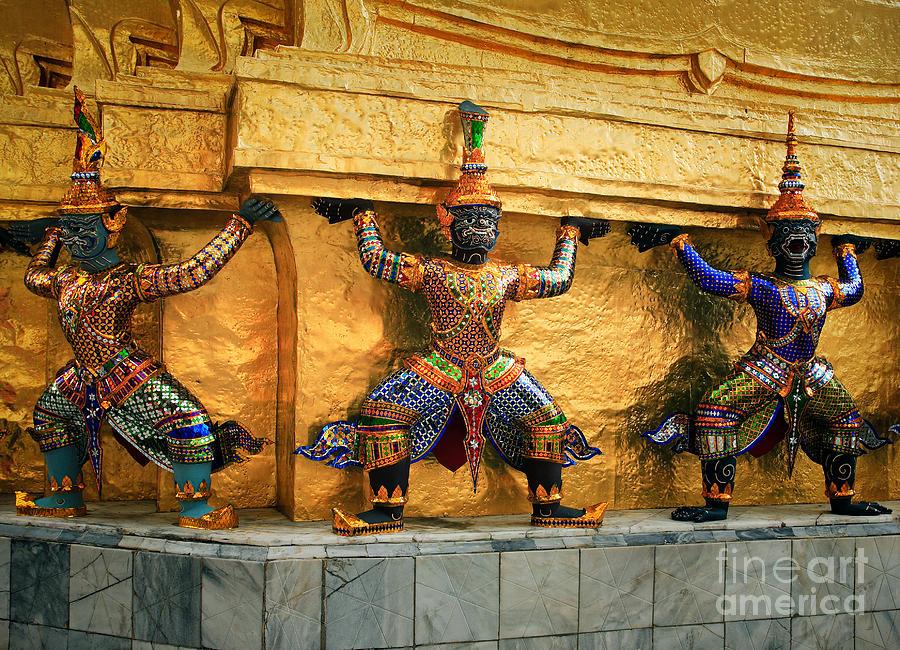 Prasatphradhepbidorn Golden Wall Photograph