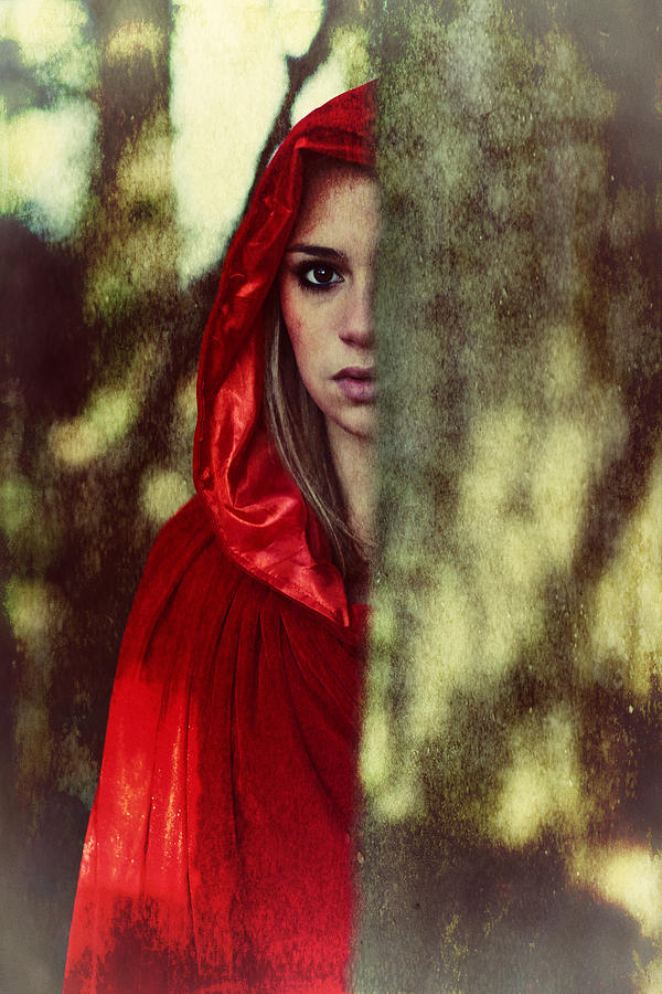 red-cloak-woman-innershadows-photography