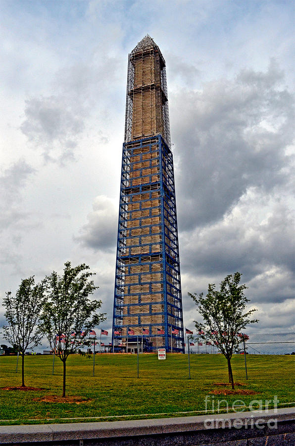 Jim Fitzpatrick Photograph - Repairing A Landmark The Washington Monument by Jim Fitzpatrick