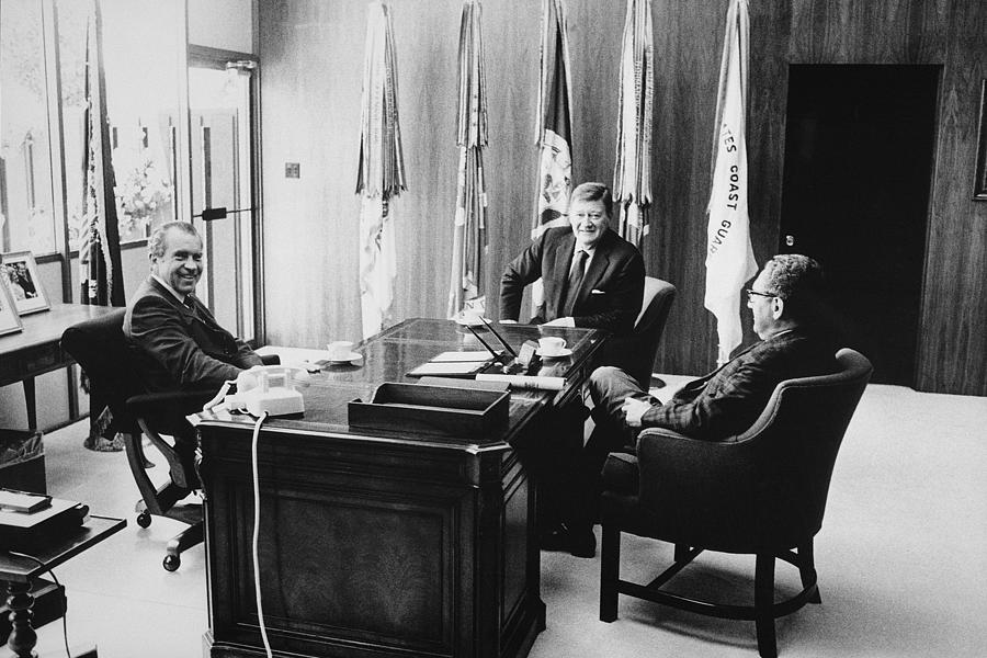 1970s Photograph - Richard Nixon And Henry Kissinger by Everett