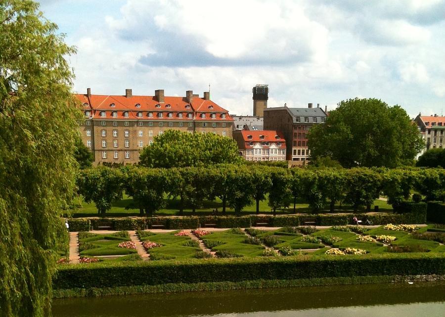 Rosenborg Castle Gardens Copenhagen - 115.3KB