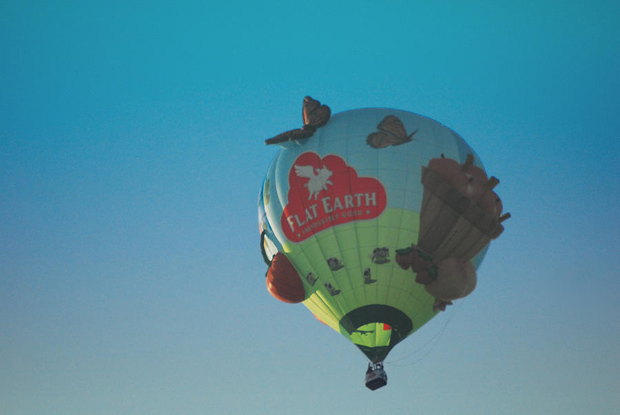 [Image: round-balloon-for-a-flat-earth-jim-martin.jpg]