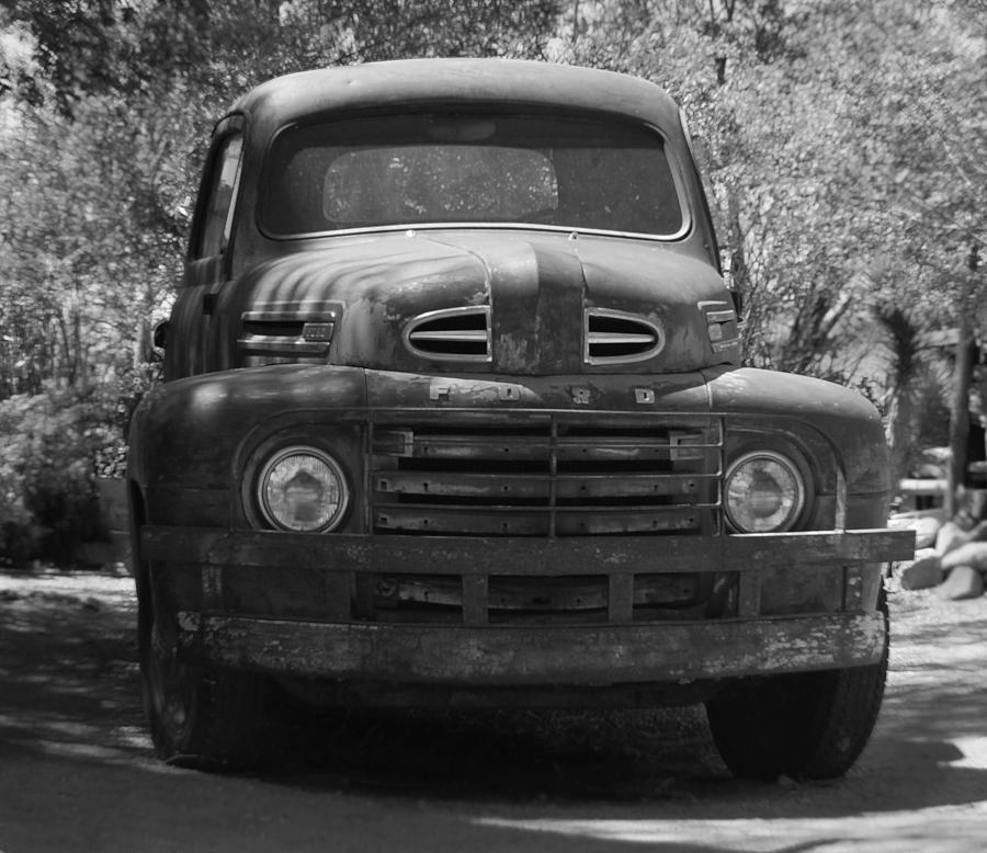 Black And White Ford: Route 66 Ford Truck Black And White Photograph By Leticia