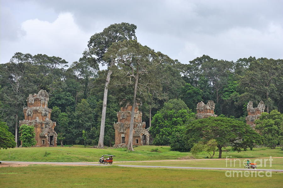 Ruins And Tourists At Angkor Wat Photograph