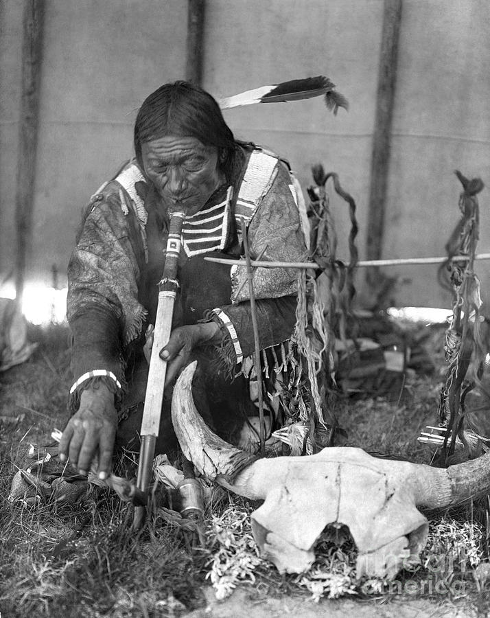 1907 Photograph - Sioux Medicine Man, C1907 by Granger