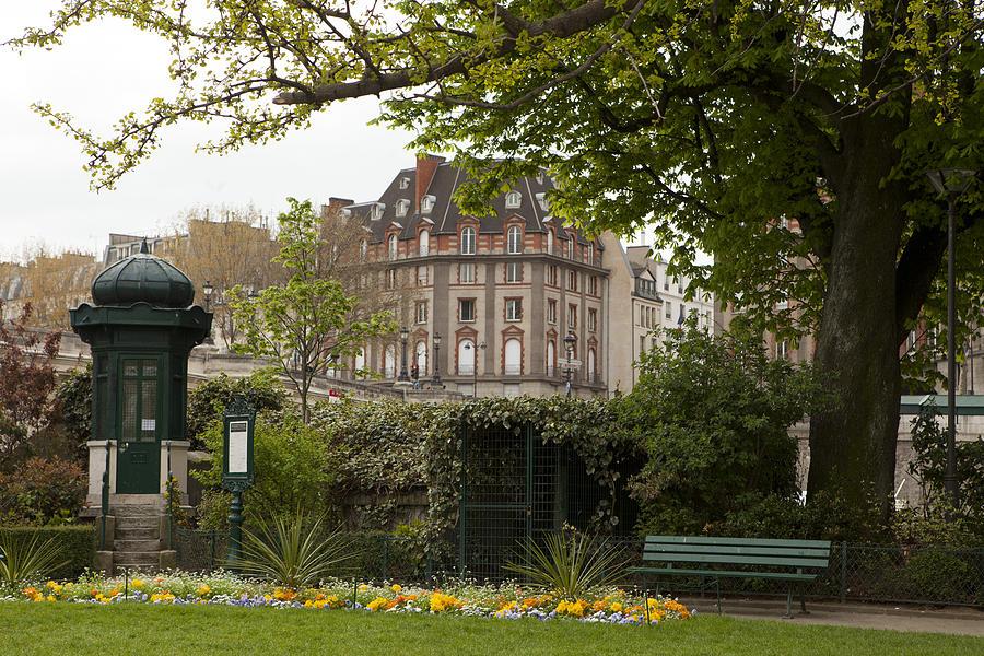 Square Du Vert-galant 2 Photograph