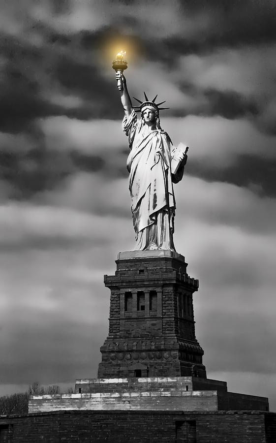 Statue Of Liberty At Dusk Digital Art