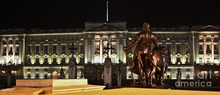 Statues View Of Buckingham Palace Photograph