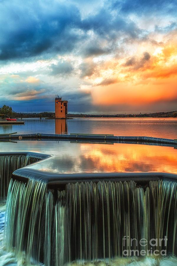 Strathclyde Park Motherwell Photograph - Strathclyde Loch Wier  by John Farnan