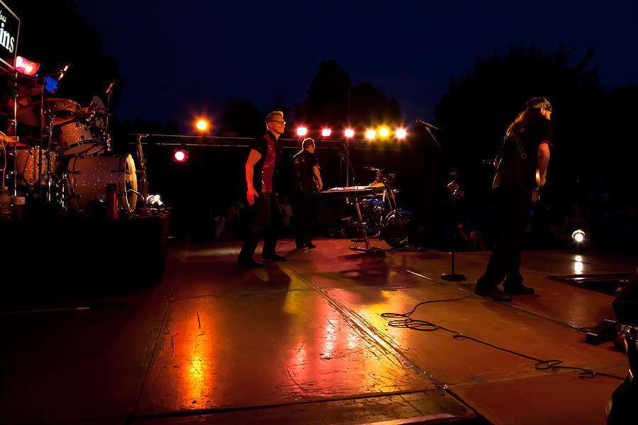 The Kingpins Photograph - The Kingpins Rock The Night Away by David Patterson