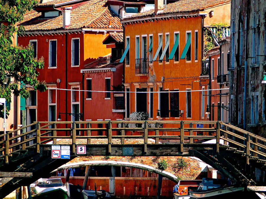 Venice Photograph - The Painters Eye In Venice by Ira Shander