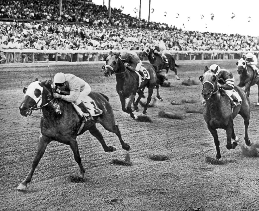 1962 Photograph - Tropical Park Horse Race by Underwood Archives