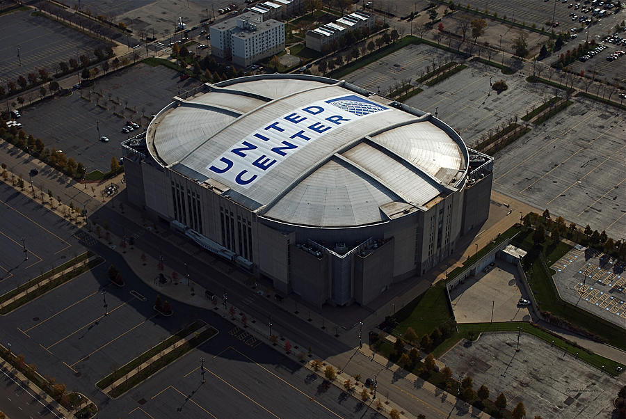 United Center Chicago Sports 09 is a photograph by Thomas Woolworth ...
