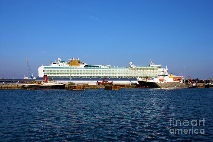 Southampton Photograph - Ventura Sheildhall Calshot Spit And A Tug by Terri Waters