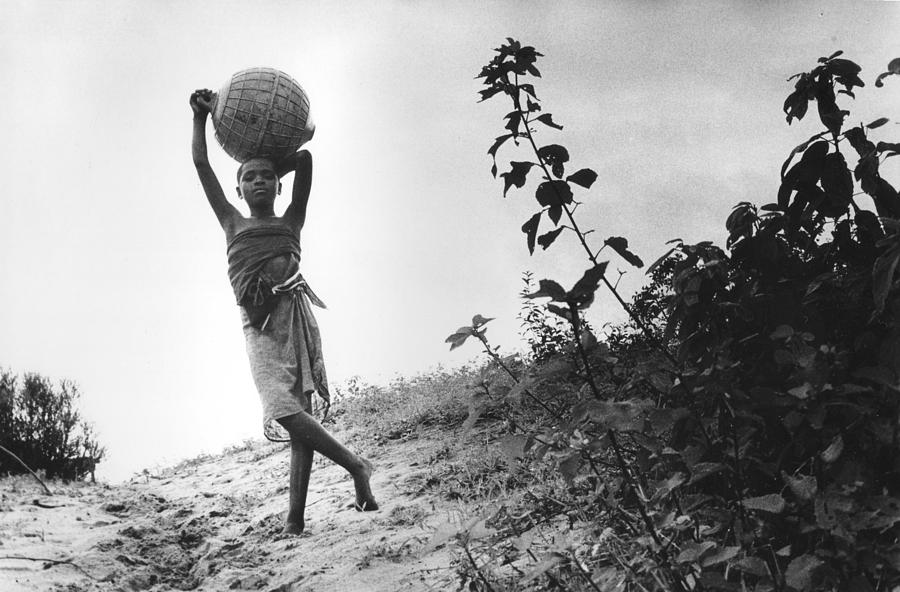 Portrait Photograph - Vilancoulos Mozambique 1997 by Rolf Ashby