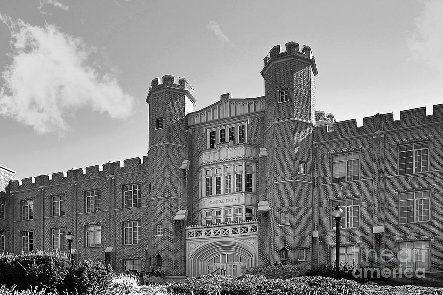 Xavier University Hinkle Hall Photograph
