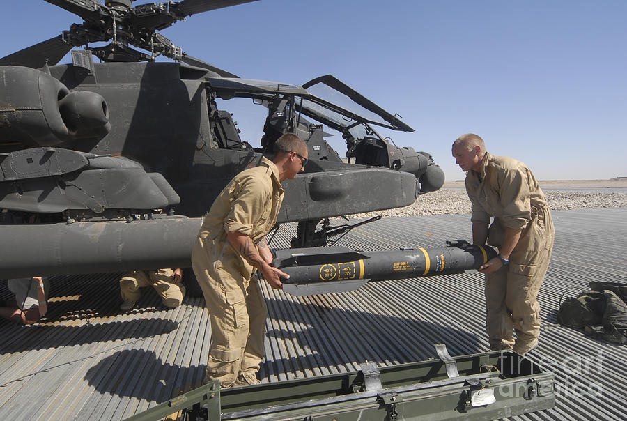 1-aircrew-loading-an-agm-114-hellfire-andrew-chittock.jpg