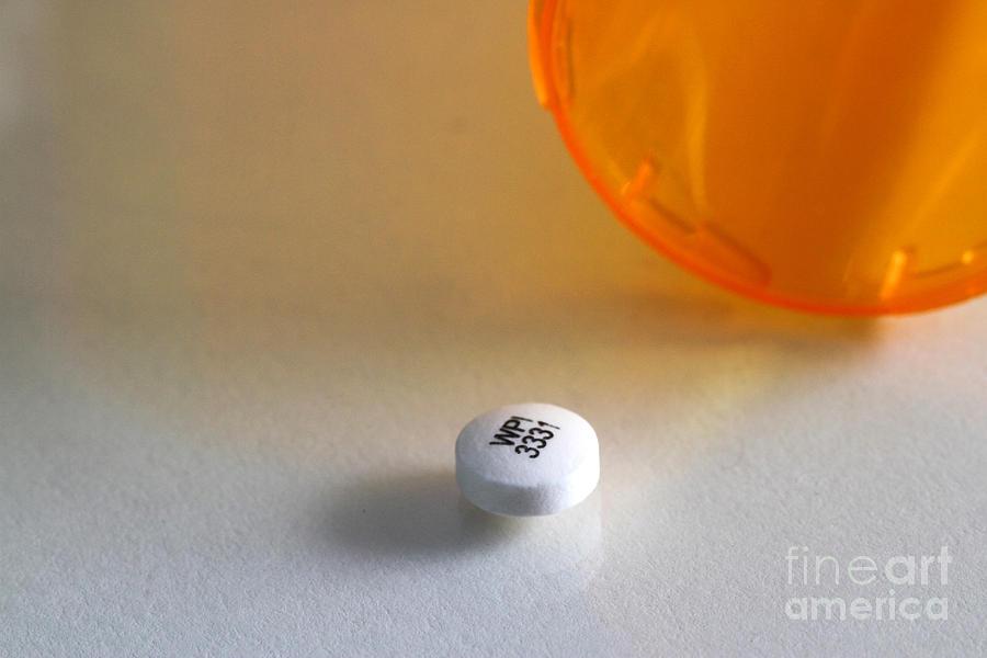Amfebutamone Photograph - Bupropion Hydrochloride by Photo Researchers, Inc.