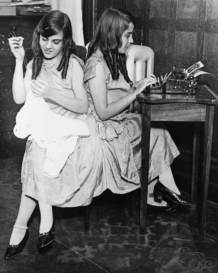 Daisy And Violet Hilton 1908-1969 Photograph  - Daisy And Violet Hilton 1908-1969 Fine Art Print