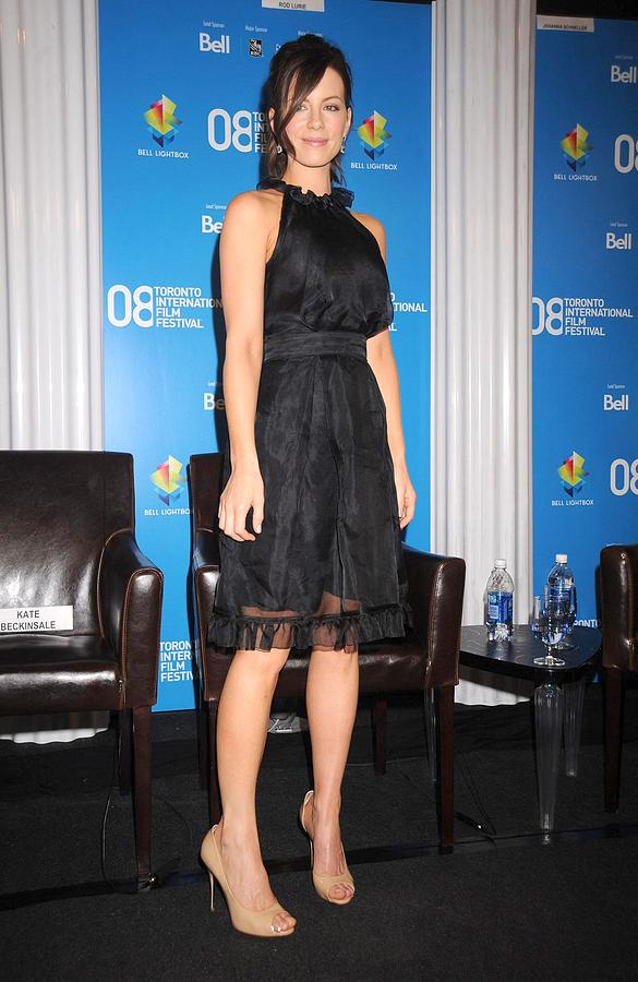 Nothing But The Truth Press Conference Photograph - Kate Beckinsale At The Press Conference by Everett