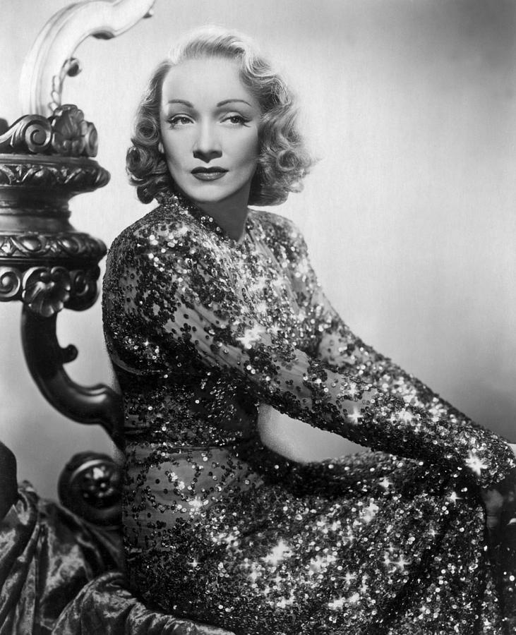 1930s Portraits Photograph - Marlene Dietrich by Everett