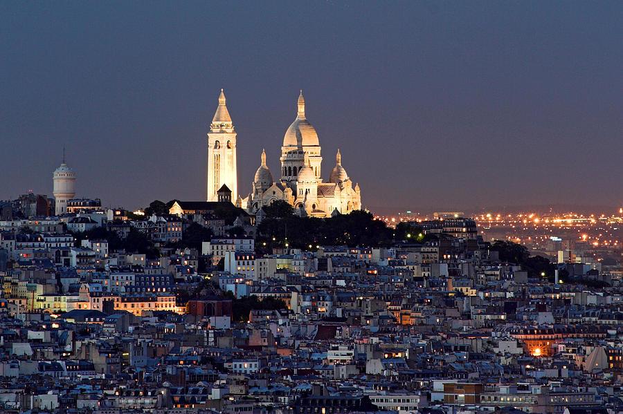 Туристический маршрут по Монмартру в Париже c картой и отмеченными достопримечательностями.