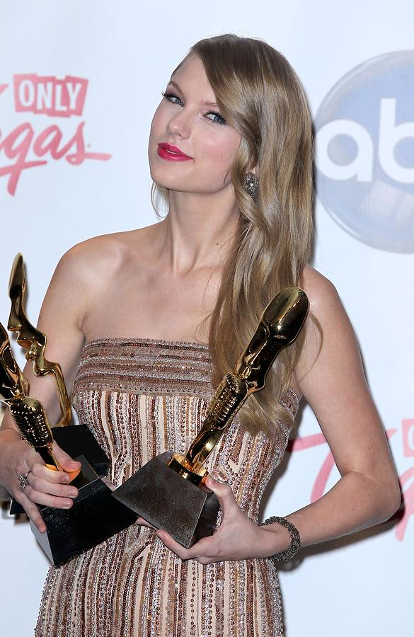 Taylor Swift In The Press Room For 2011 Photograph  - Taylor Swift In The Press Room For 2011 Fine Art Print