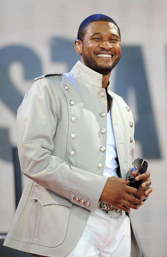 Usher On Stage For Abc Gma Concert Photograph