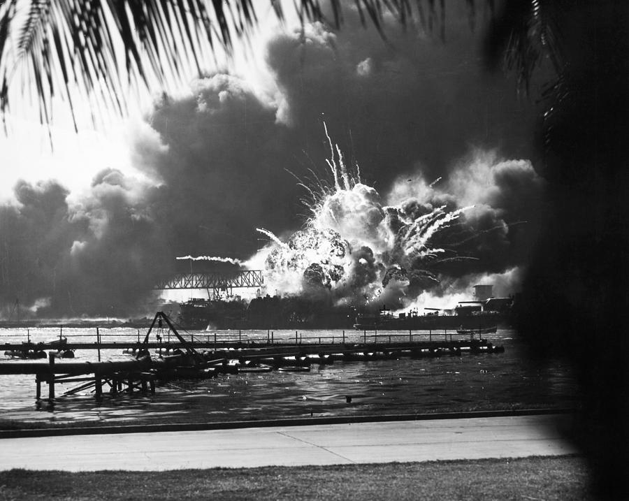 world war ii pearl harbor The day after japan's attack on pearl harbor, president franklin d roosevelt addressed a joint session of congress.