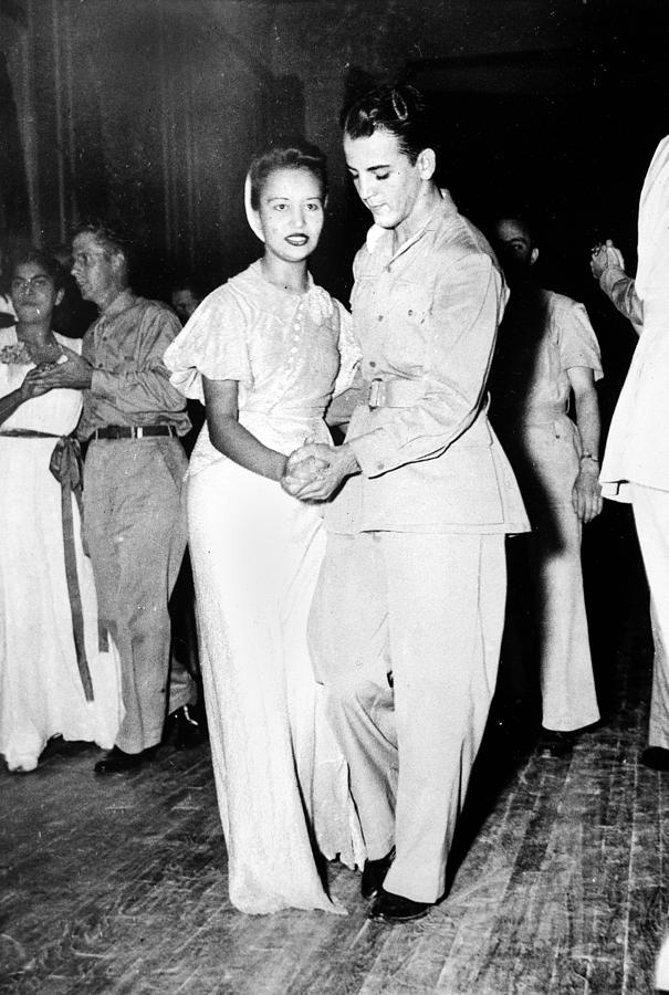 World War II, U.s. Soldiers Dancing Photograph