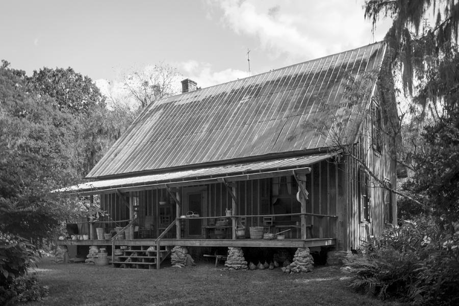 Dudley Farmhouse Photograph - 1850s Florida Cracker Farmhouse by Lynn Palmer
