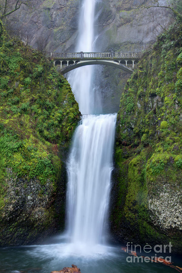 Multnomah falls waterfall oregon columbia river gorge photograph