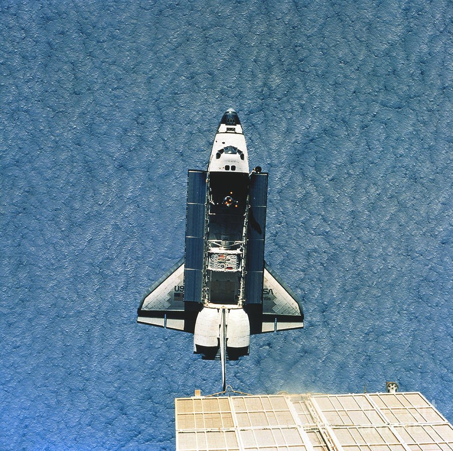 Space Shuttle Atlantis Photograph by Science Source