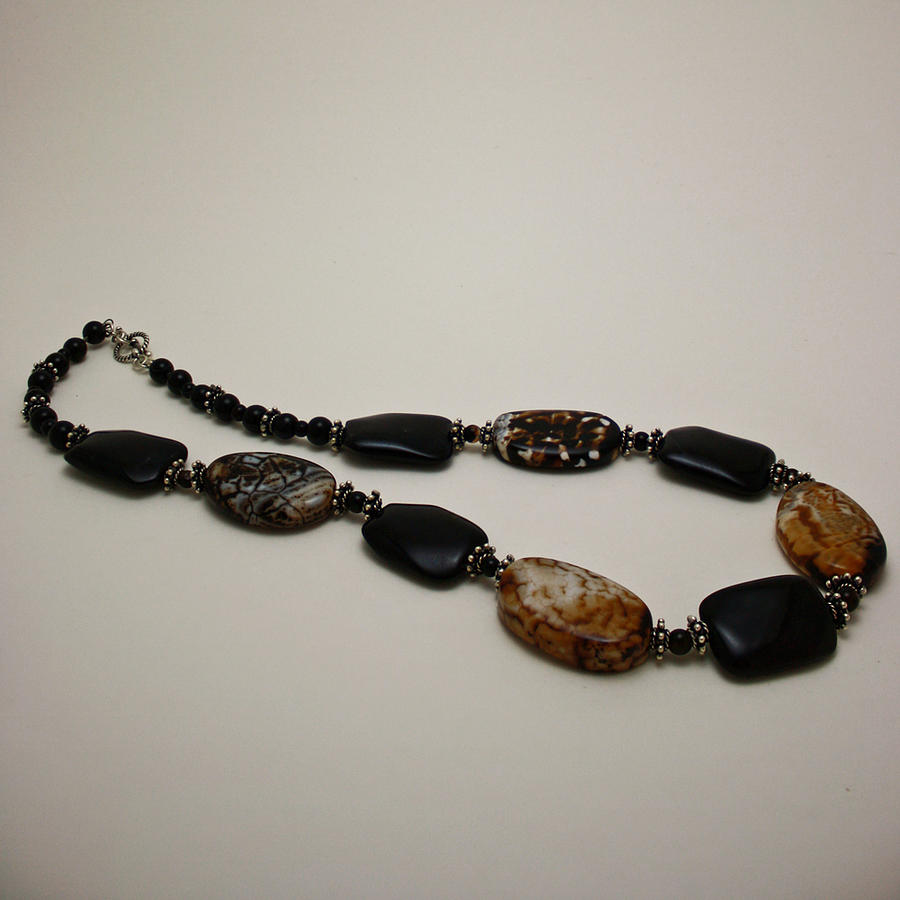 Original Handmade Jewelry Jewelry - 3617 Crackle Agate And Onyx Necklace by Teresa Mucha