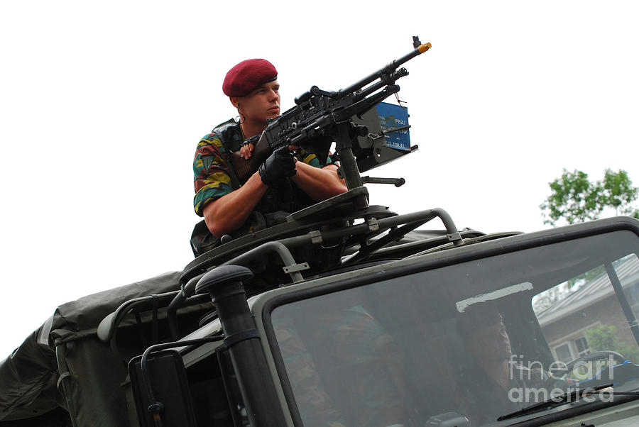 Army Photograph - A Belgian Paratrooper Manning A Fn Mag by Luc De Jaeger