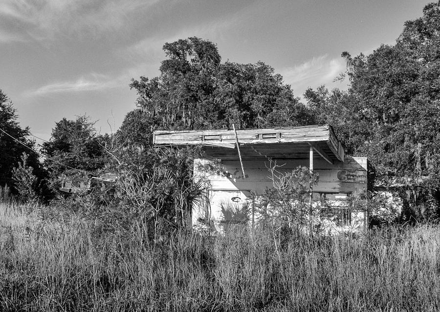Wayside Photograph - Abandoned by Lynn Palmer
