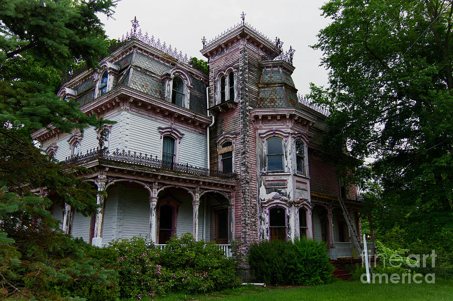 Abandoned victorian home photograph by robert wirth for Mansions for sale in the usa