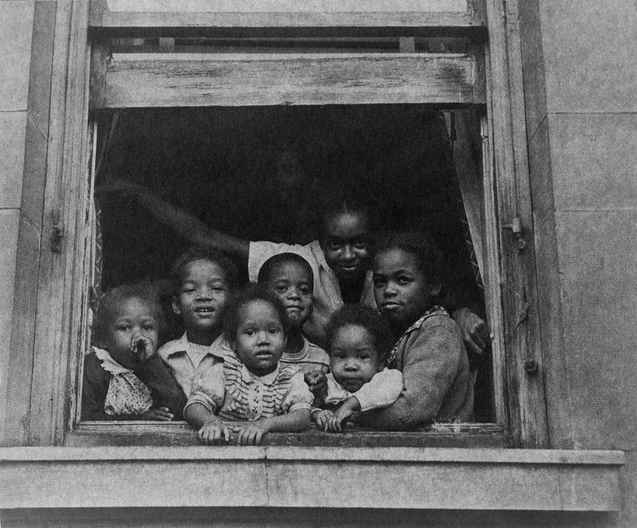 History Photograph - African American Woman And Six Children by Everett