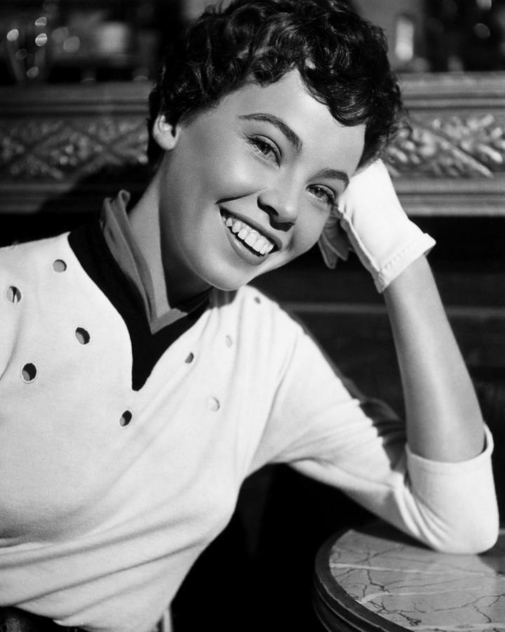 1950s Portraits Photograph - An American In Paris, Leslie Caron, 1951 by Everett