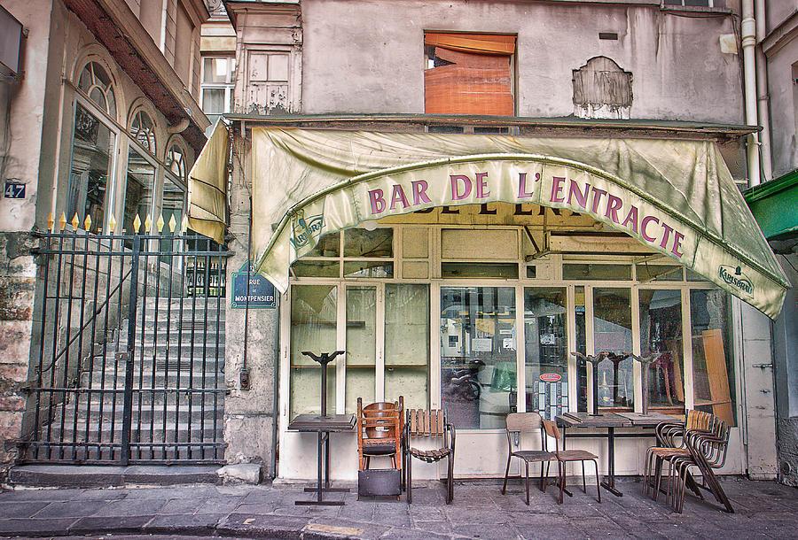 Paris Greeting Card Photograph - Bar De Lentracte by Stephanie Benjamin